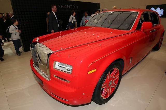 Được biết, đây là đơn hàng lớn nhất của hãng Rolls-Royce từ trước đến nay. Tờ Financial Times chuyên về tài chính nhận định, đội 30 xe Rolls-Royce Phantom mà ông Hung đặt hàng có thể trị giá lên đến 20 triệu USD.
