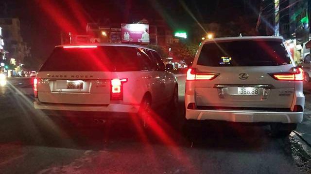 """Cặp Range Rover và Lexus LX570 biển """"tứ quý 8"""" gần giống nhau gây choáng"""