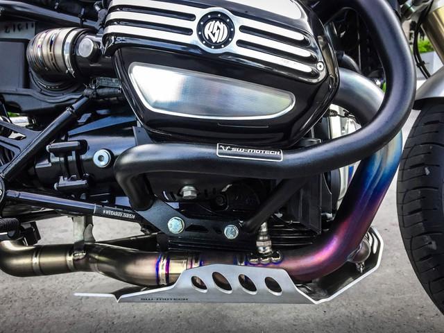 BMW R NineT được trang bị động cơ Boxer 4 thì, xi-lanh đôi, làm mát bằng dầu, dung tích 1.170 cc, nằm trong bộ khung bằng thép ống. Theo thông số của nhà sản xuất, BMW R NineT sở hữu công suất tối đa 110 mã lực tại 7.750 vòng/phút và mô-men xoắn cực đại 119 Nm tại 6.000 vòng/phút.