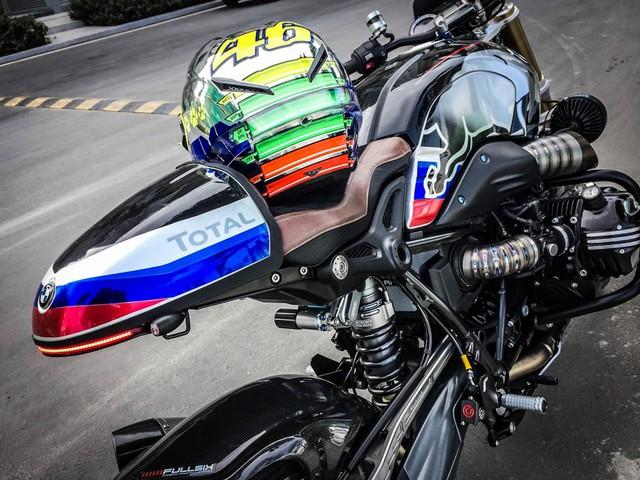 Tất cả các món đồ chơi hàng hiệu kết hợp cùng dàn áo RedBull Racing mang đến vẻ ngoài bắt mắt cho chiếc xế độ BMW R NineT.