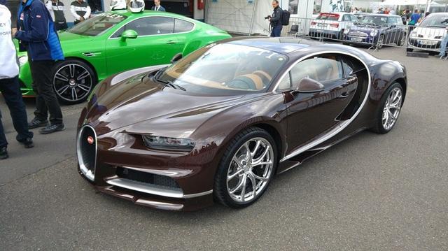 """""""Siêu phẩm"""" Bugatti Chiron màu độc xuất hiện trên phố"""