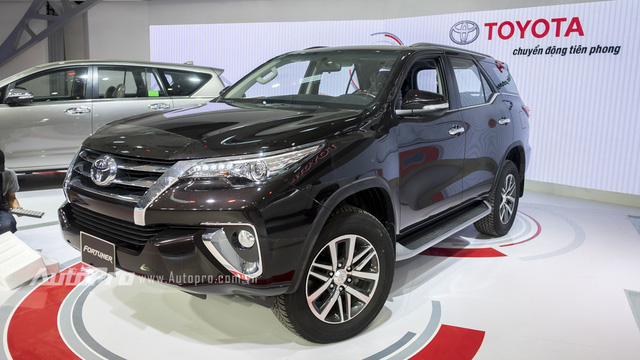 Cận cảnh SUV 7 chỗ được người Việt ưa chuộng Toyota Fortuner 2016