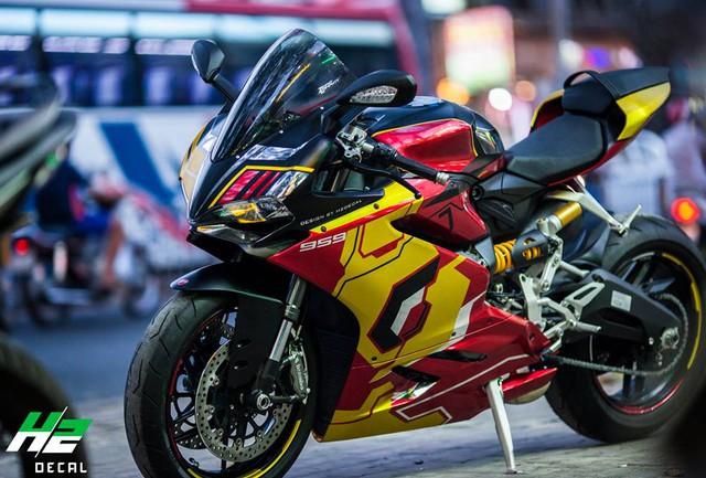 Ducati 959 Panigale khoác áo Iron Man của nữ biker 9X Sài thành - Ảnh 3.