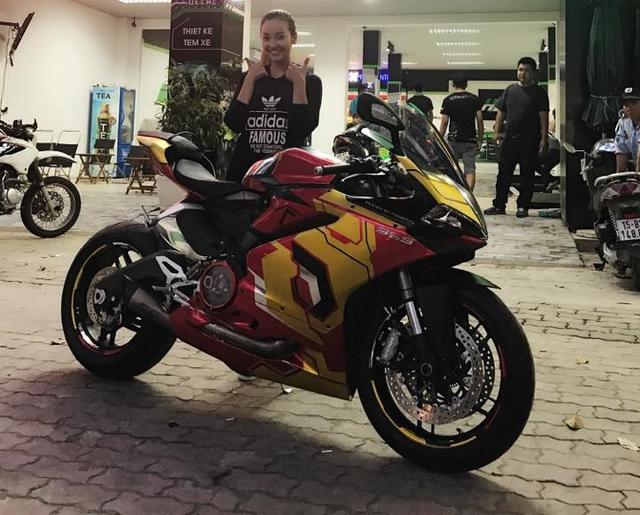 Ducati 959 Panigale khoác áo Iron Man của nữ biker 9X Sài thành - Ảnh 1.