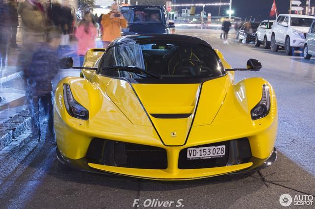 Ferrari LaFerrari Aperta giá 45 tỷ Đồng đầu tiên mang ngoại thất vàng rực - Ảnh 5.