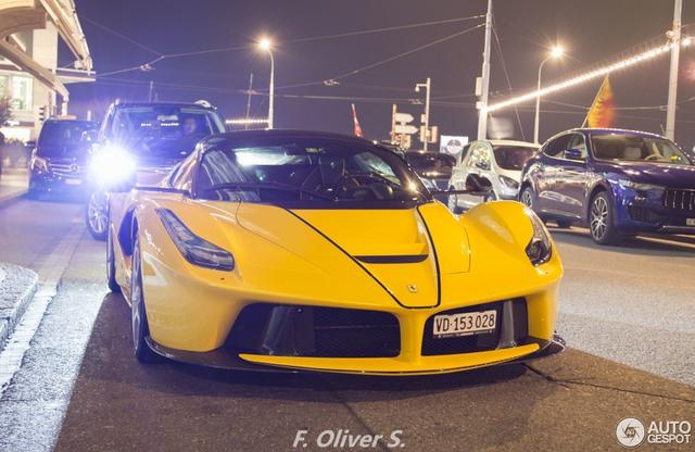 Ferrari LaFerrari Aperta giá 45 tỷ Đồng đầu tiên mang ngoại thất vàng rực - Ảnh 1.