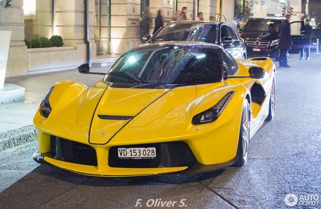 Ferrari LaFerrari Aperta giá 45 tỷ Đồng đầu tiên mang ngoại thất vàng rực - Ảnh 3.