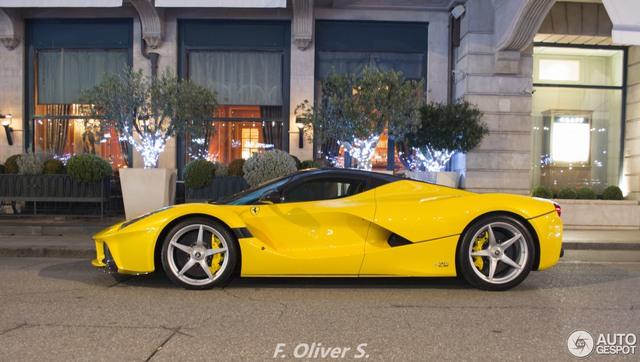 Ferrari LaFerrari Aperta giá 45 tỷ Đồng đầu tiên mang ngoại thất vàng rực - Ảnh 2.