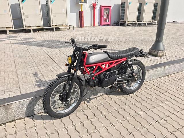 Nguyên bản Honda Win 100 sử dụng động cơ xi-lanh đơn, 4 thì, dung tích 100 phân khối, làm mát bằng gió, sản sinh công suất tối đa 10,8 mã lực tại vòng tua máy 8.000 vòng/phút. Hộp số 4 cấp côn tay.