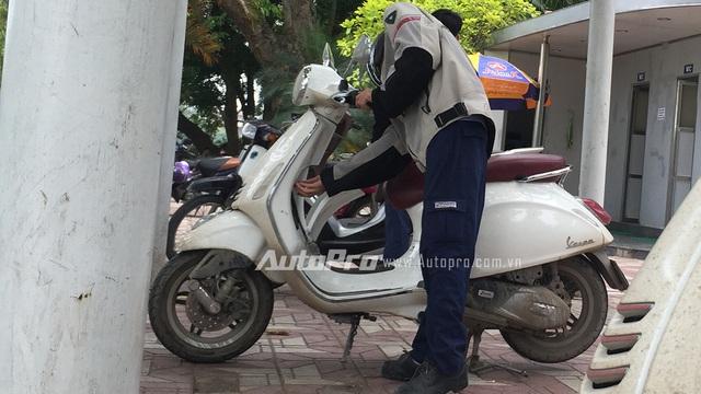 Tóm gọn Vespa Primavera và Sprint phiên bản ABS trên phố Hà Thành