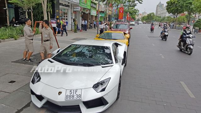 Lamborghini Aventador chính hãng trị giá 22,5 tỷ Đồng phượt ra Thủ Đô - Ảnh 2.