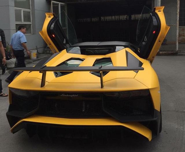 Nghe thử âm thanh uy lực của siêu xe Lamborghini Aventador SV mui trần độc nhất Việt Nam - Ảnh 3.