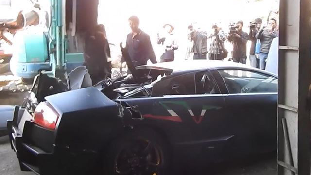 Lực lượng chức năng Đài Loan nghiền nát siêu xe Lamborghini Murcielago