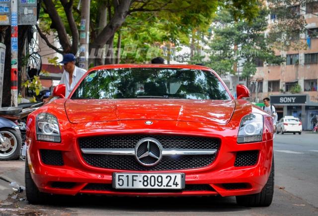 Mercedes-Benz SLS AMG 11,8 tỷ Đồng của tay chơi Bình Định tái xuất trên phố Sài thành - Ảnh 1.