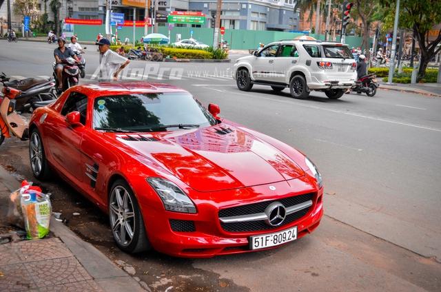 Mercedes-Benz SLS AMG 11,8 tỷ Đồng của tay chơi Bình Định tái xuất trên phố Sài thành - Ảnh 8.