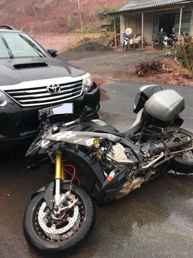 Hòa Bình: Biker gặp nạn khi đi phượt cùng BMW S1000XR - Ảnh 1.