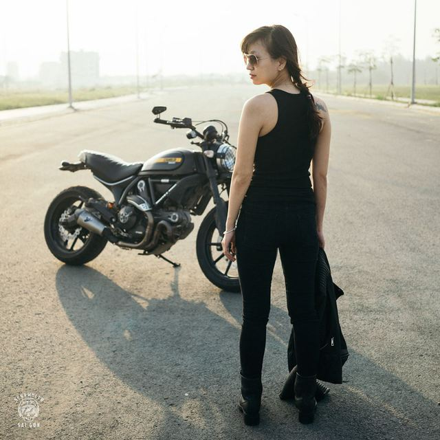 Nữ biker khiến nhiều người phải ngước nhìn khi nài Ducati Scrambler trên đường Sài Gòn - Ảnh 6.