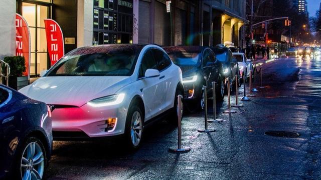 Xe điện Tesla tiến gần hơn để trở thành xe tự lái sau bản cập nhật phần mềm mới nhất