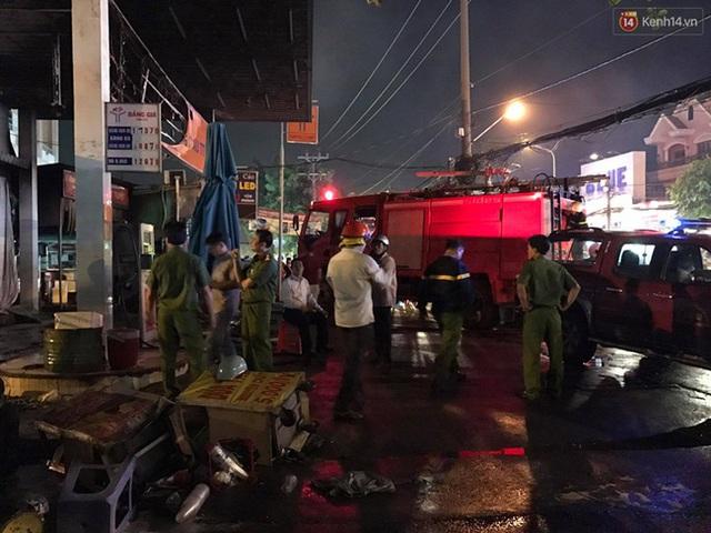 Hiện trường vụ cháy cây xăng ở Sài Gòn khiến hàng chục xe máy bị thiêu rụi - Ảnh 4.