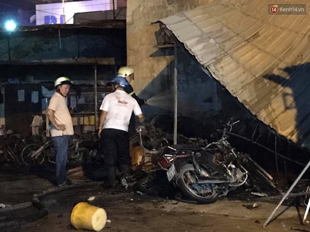 Hiện trường vụ cháy cây xăng ở Sài Gòn khiến hàng chục xe máy bị thiêu rụi - Ảnh 5.