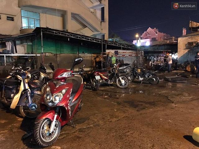 Hiện trường vụ cháy cây xăng ở Sài Gòn khiến hàng chục xe máy bị thiêu rụi - Ảnh 7.