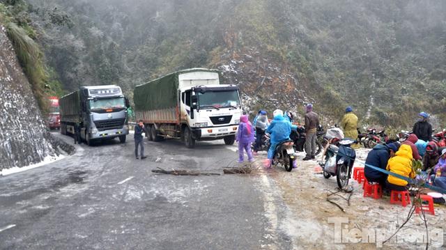 Sapa: Đường đóng băng, giao thông tê liệt