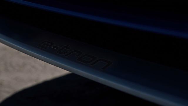 SUV hạng sang Audi Q8 E-tron cạnh tranh với BMW X6 tiếp tục được hé lộ - Ảnh 3.