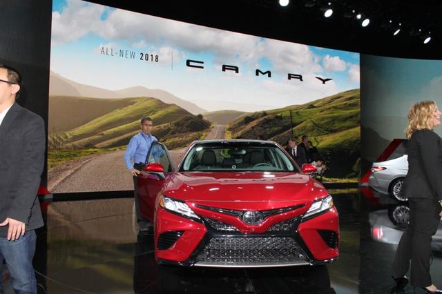 Toyota Camry 2018: Lột xác về thiết kế từ trong ra ngoài, thêm động cơ mới - Ảnh 10.