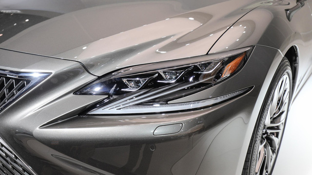 Cận cảnh vẻ đẹp xuất sắc của Lexus LS 2018 ngoài đời thực - Ảnh 6.