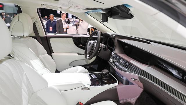 Cận cảnh vẻ đẹp xuất sắc của Lexus LS 2018 ngoài đời thực - Ảnh 10.