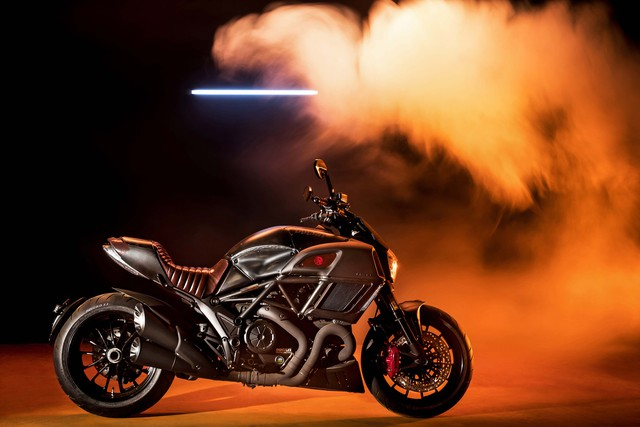 Ducati Diavel Diesel - Mô tô mang phong cách hậu Khải huyền - Ảnh 3.