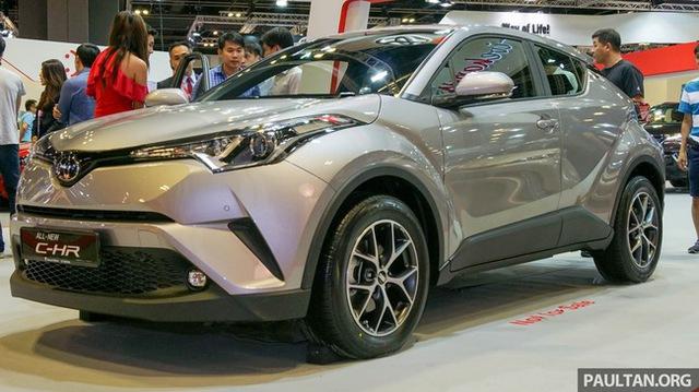 Bắt gặp Toyota C-HR trên đường phố Thái Lan - Ảnh 2.