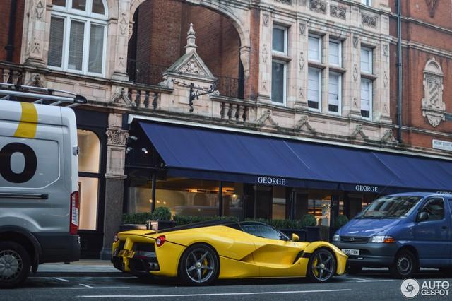 Ferrari LaFerrari mui trần thứ hai đặt chân đến thủ đô siêu xe London - Ảnh 4.
