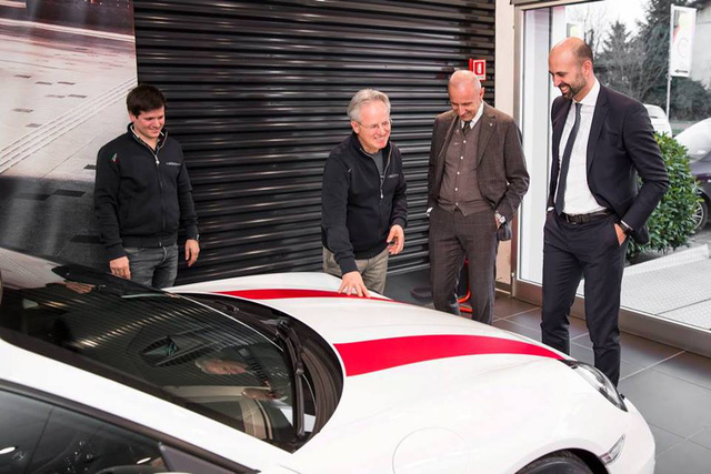 Ông chủ hãng Pagani tậu thêm 2 xe xịn hàng hiếm mới - Ảnh 3.