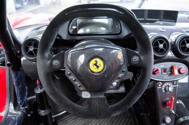 Siêu xe Ferrari FXX phiên bản đường phố duy nhất trên thế giới có giá khóc thét - Ảnh 14.
