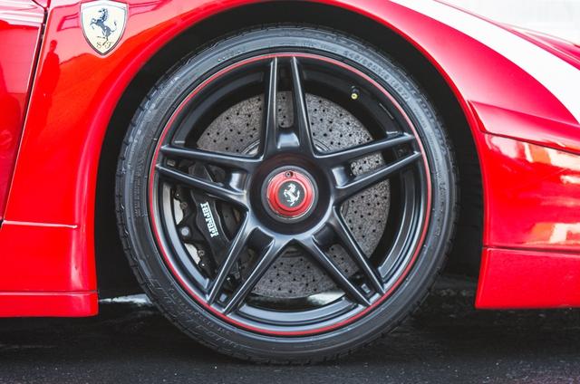 Siêu xe Ferrari FXX phiên bản đường phố duy nhất trên thế giới có giá khóc thét - Ảnh 18.