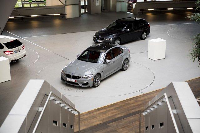 Cận cảnh BMW M3 sơn màu xám như xe Audi - Ảnh 1.