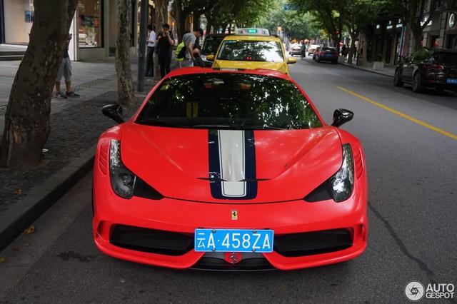Bắt gặp siêu xe Ferrari 458 Speciale Aperta đeo biển chọn trên đường phố - Ảnh 2.