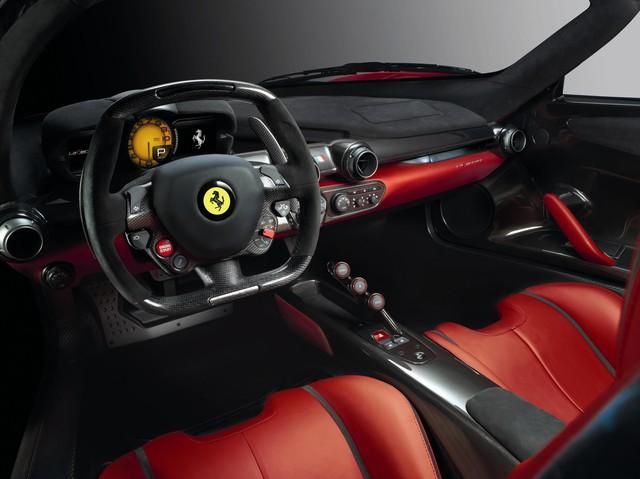 Rao bán Ferrari LaFerrari mới chạy trên quãng đường bằng từ Hà Nội đến Ninh Bình - Ảnh 1.