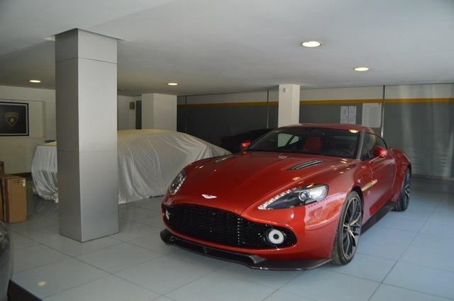 Soi từng chi tiết của siêu phẩm Aston Martin Vanquish Zagato ngoài đời thực - Ảnh 2.