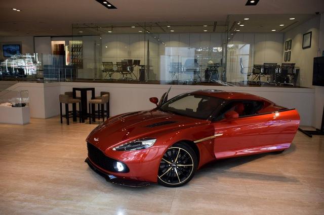 Soi từng chi tiết của siêu phẩm Aston Martin Vanquish Zagato ngoài đời thực - Ảnh 6.
