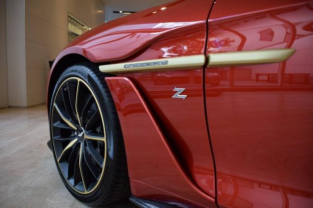 Soi từng chi tiết của siêu phẩm Aston Martin Vanquish Zagato ngoài đời thực - Ảnh 9.