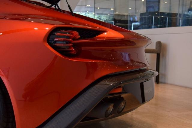 Soi từng chi tiết của siêu phẩm Aston Martin Vanquish Zagato ngoài đời thực - Ảnh 12.