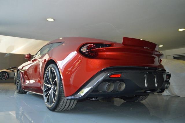 Soi từng chi tiết của siêu phẩm Aston Martin Vanquish Zagato ngoài đời thực - Ảnh 13.