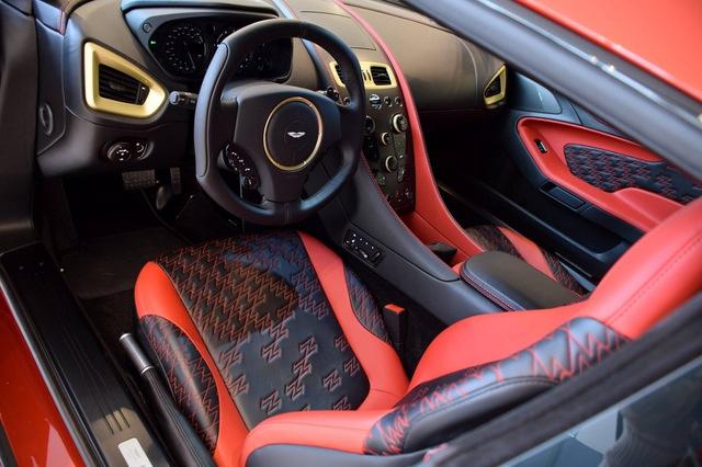 Soi từng chi tiết của siêu phẩm Aston Martin Vanquish Zagato ngoài đời thực - Ảnh 14.