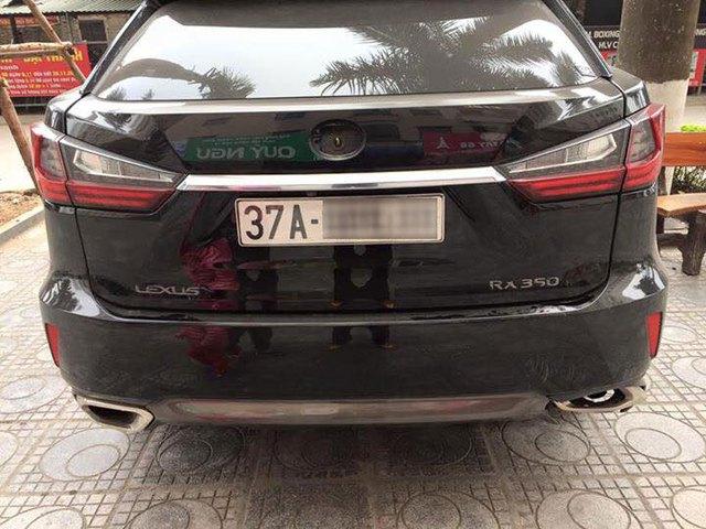 Lexus RX350 bị vặt logo khi gửi qua đêm tại chung cư ở Hà Nội - Ảnh 2.
