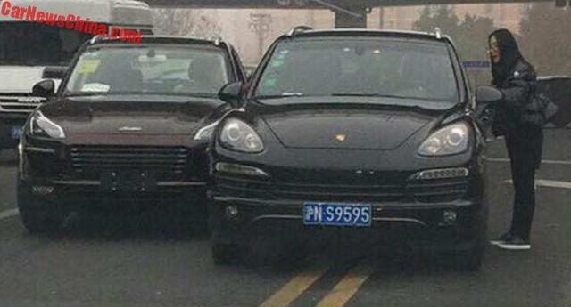 Porsche Macan nhái húc vào đuôi Cayenne xịn - Ảnh 1.