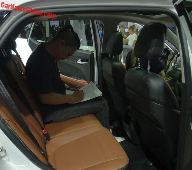 Tập đoàn GM tung SUV cỡ nhỏ mới với giá 181 triệu Đồng ra thị trường - Ảnh 10.