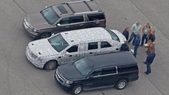Limousine bọc thép chống đạn của Tổng thống Donald Trump tiếp tục lộ diện - Ảnh 2.
