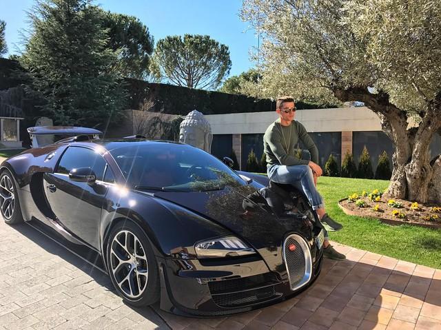 Xem Cristiano Ronaldo cầm lái siêu phẩm triệu đô Bugatti Chiron - Ảnh 7.